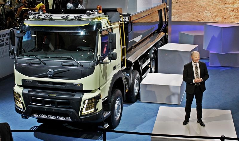 Volvo Trucks esitteli uuden Volvo FMX –kuorma-auton Bauma-messuilla Saksan Münchenissä.